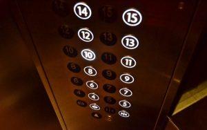 L'évolution progressive de l'ascenseur dans le temps